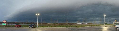Shelf Cloud Passes Over Grinnell on April 26, 2009