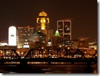 Des_Moines,_Iowa_skyline_after_Dark_-_pathawks